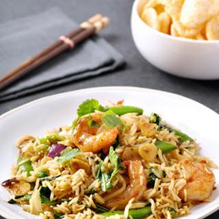 Nasi met gewokte garnalen, Thaise wokgroentes en koriander