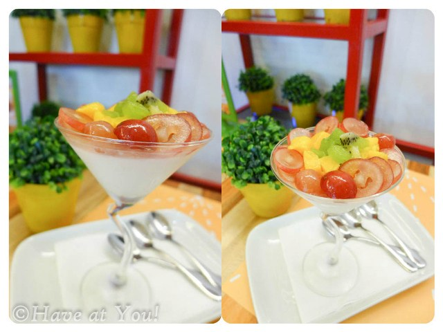 pannacotta topeped with fruits