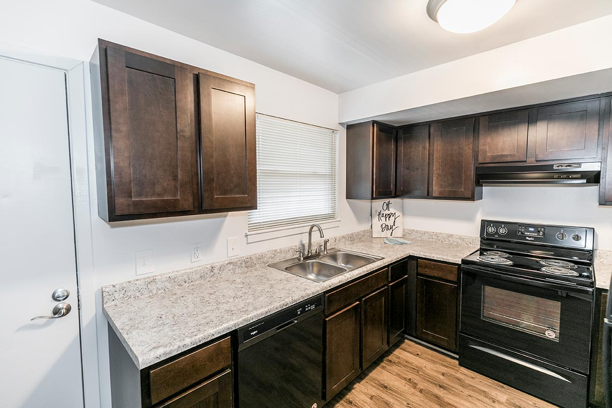 Two bedroom renovated floorplan 2 bed 1 5 bath chartwell apartments in virginia beach virginia for 4 bedroom apartments virginia beach