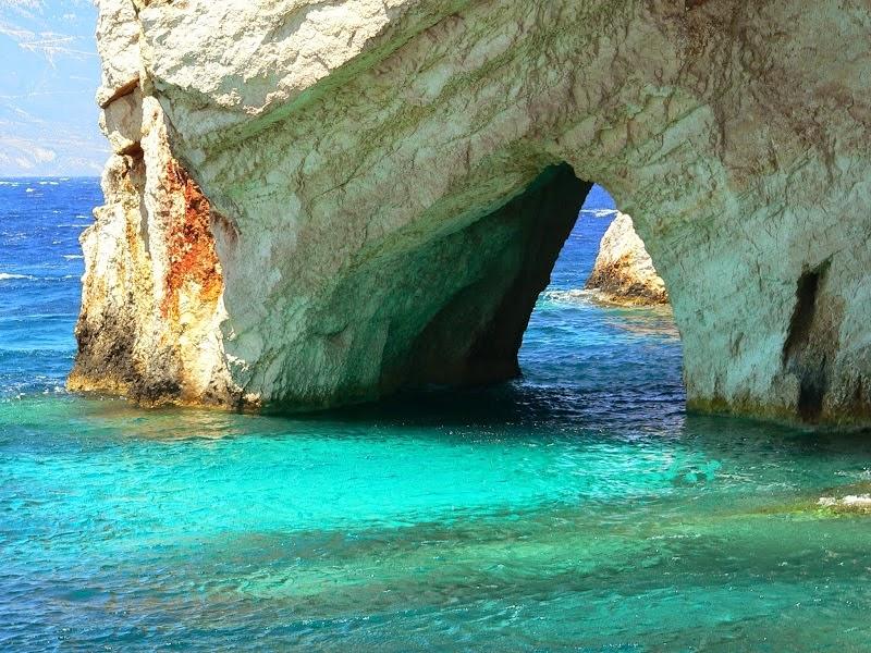 Голубые пещеры в Греции