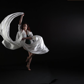 dancer by Alan Payne - People Professional People
