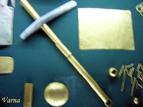 Photo: Gouden bijl uit Tracisch graf