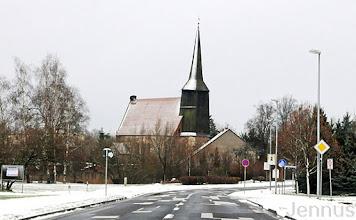 Photo: Storchennest auf der Dorfkirche Cölpin bei Neubrandenburg