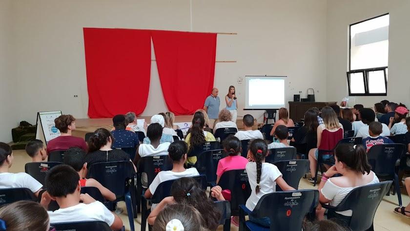 Reunión de la Mesa Local de Educación en el Centro de Usos Múltiples de Las Norias.
