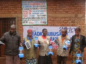 Photo: Radio Bubusa FM distribution de radios solaires