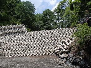 Photo: 入渓点の珍しいブロック積み堰堤