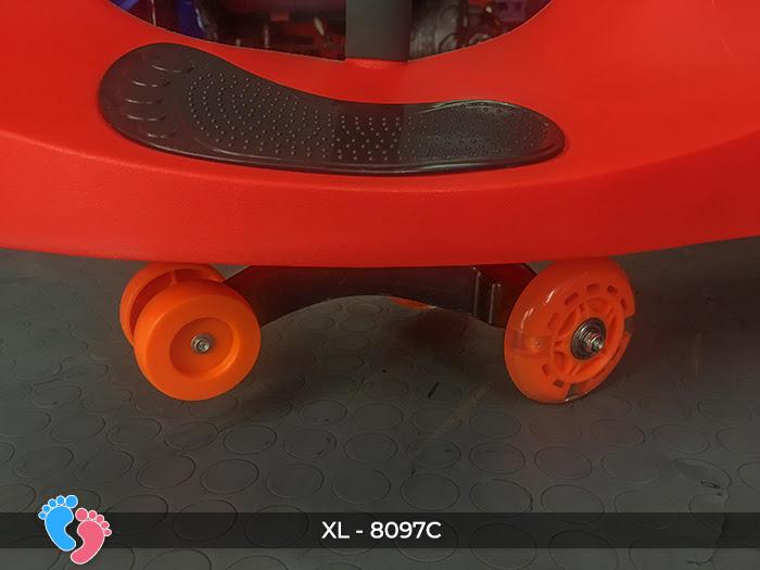 Đồ chơi xe lắc cho bé 8097C 11