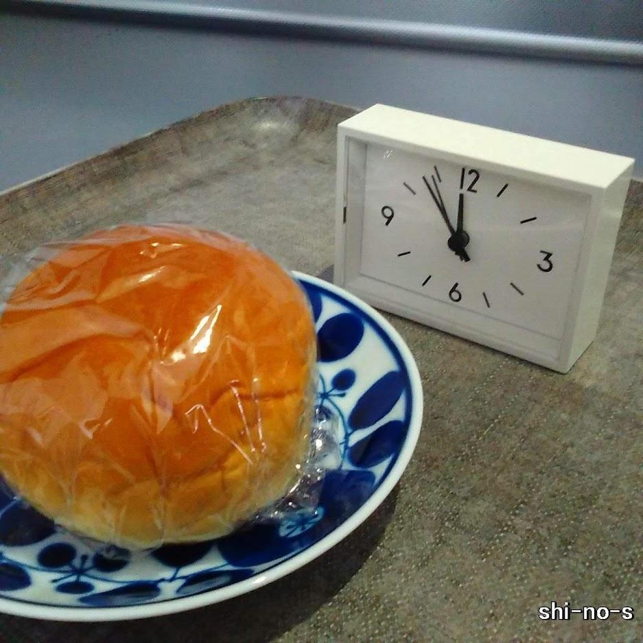 あんぱんと小さな時計