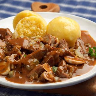 Jägerfleisch mit Kartoffel Knödel