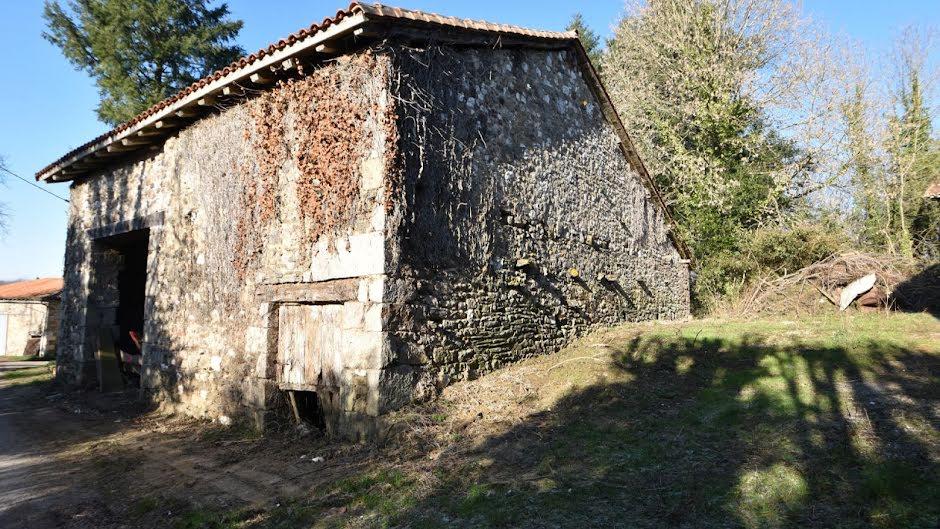 Vente locaux professionnels  100 m² à Mazerolles (16310), 35 000 €