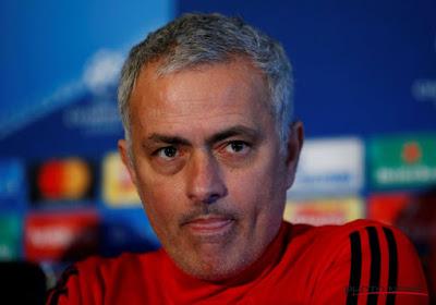 """? La rumeur Zidane ? Mourinho rétorque : """"Demandez plutôt au journaliste qui a écrit cette histoireassis derrière vous!"""""""