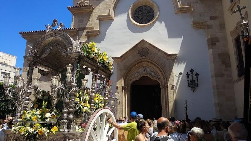 La salida de la hermandad del Rocío de Almería en 2019.