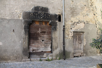 Photo: Porte de la maison claustrale.