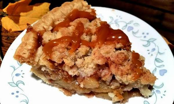 ~ Simple Apple Crumb Pie ~ With Or Without Caramel