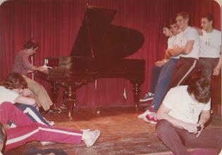 Photo: lentini al piano. enz y gangui, por qué estarán sonriendo..?