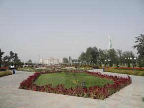 Photo: Parku dominuje tádžická vlajka, která v současné době drží statut nejvyšší vlajky světa.
