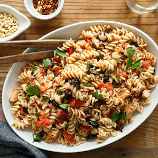 Pasta With Marinated Tomatoes and Summer Herbs