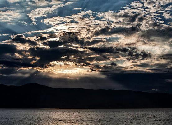 Squarci di luce sullo stretto di Fiorenza Aldo Photo