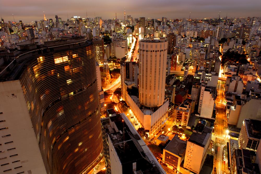 Atual Plano Diretor de São Paulo contempla incentivos fiscais para a construção de empreendimentos próximos às áreas de abrangência do transporte coletivo. (Fonte: Shutterstock)