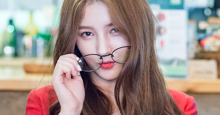 Here's What Type Of Man Each MOMOLAND Member Is Attracted To