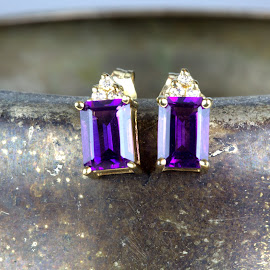 Amethyst Earrings by Cal Brown - Artistic Objects Jewelry ( macro, macro photography, pair, diamonds, amethyst, jewelry, artistic object, gold, close up, earrings,  )