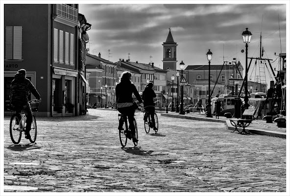 In bici nel borgo come una volta. di alemotionpics