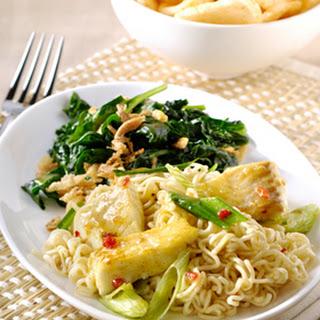 Lemongrass Chili Noedels met vis en spinazie met gebakken uitjes