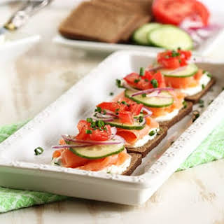Smoked Salmon Canapes with Whipped Chive Cream Cheese #BrunchWeek.