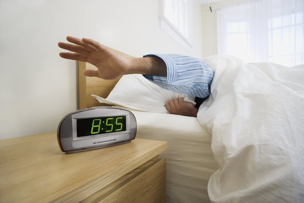 what-not-to-do-in-the-morning_snooze
