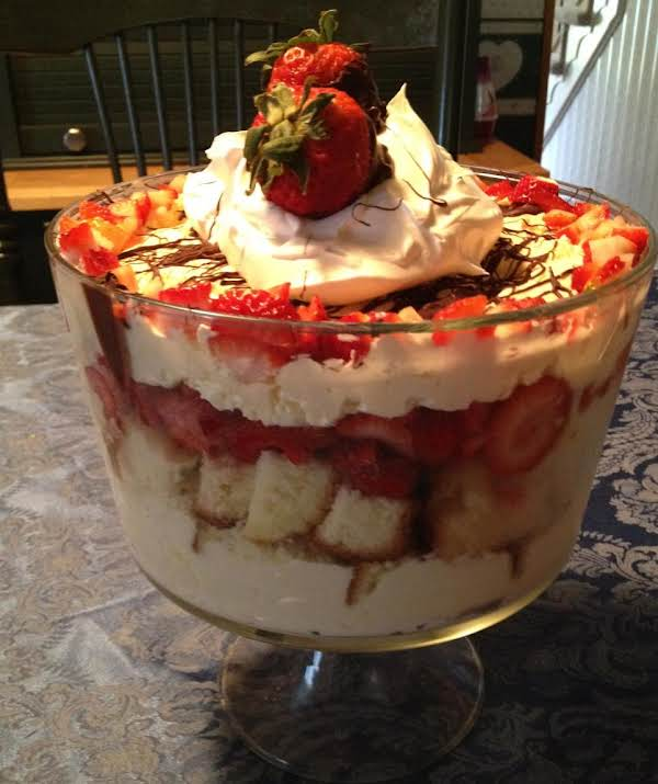 Easy Beautiful Strawberry Trifle Recipe