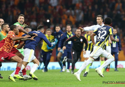 ? Une bagarre générale éclate au coup de sifflet final entre Galatasaray et Fenerbahçe