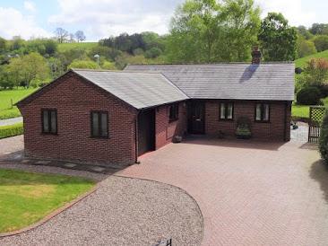 Spacious Abermule bungalow