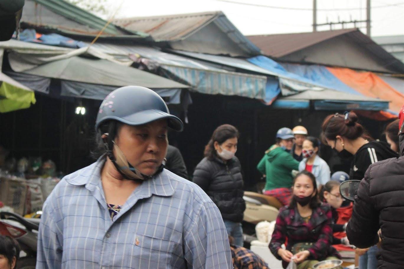 Đa số người dân không đeo khẩu trang đều lý giải, do vội vàng hoặc không biết quy định từ ngày 16/3 là thực hiện bắt buộc đeo khẩu trang trong toàn dân..