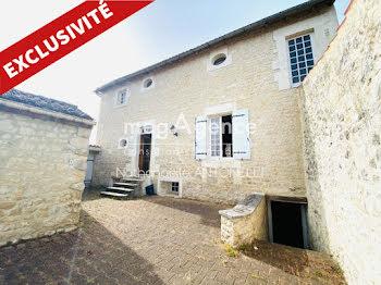 maison à Courcelles (17)