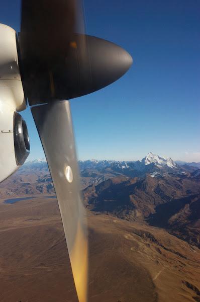 Photo: vyhled z okynka na horu Huayna Potosi, na kterou jsme pozdeji lezli