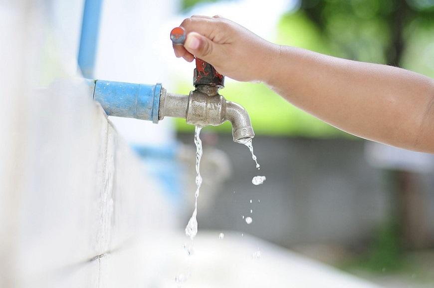 Kiểm tra nguồn nước khi bật bình nóng lạnh nhưng không có nước