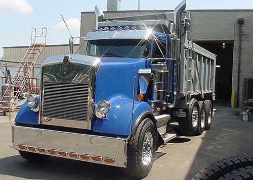 Kenworth W900L Aero with Truck-Rodz Hood