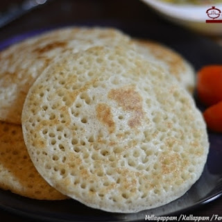 Vellayappam / Kallappam / Fermented Rice Pancakes