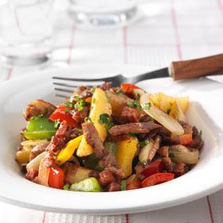 Spaanse Chorizoroerbak Met Varkensvleesreepjes En Aardappelpartjes