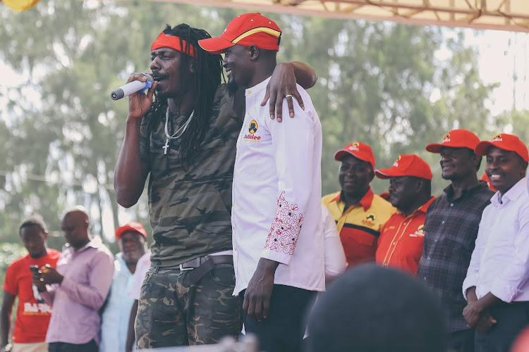 Jamaican reggae artiste Kenyatta Hill performed on Sunday in a campaign rally in support of Jubilee Party Kibra by-election candidate McDonald Mariga.