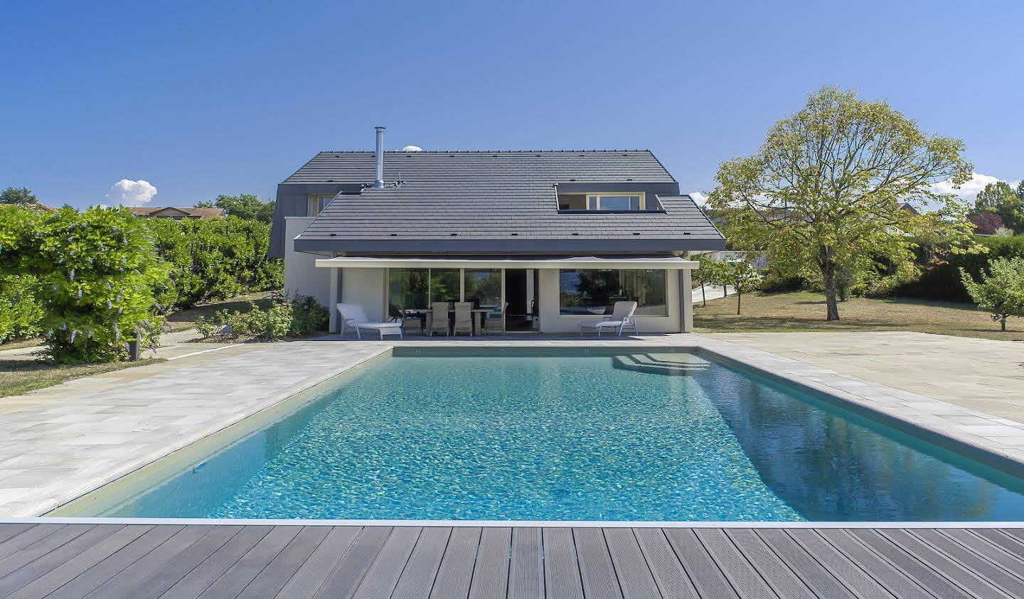 House with pool Messery