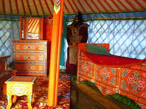 Photo: Wnętrze jurty.