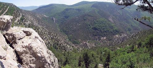 Photo: Вид на замок с северо-восточной стороны Чернореченского каньона.