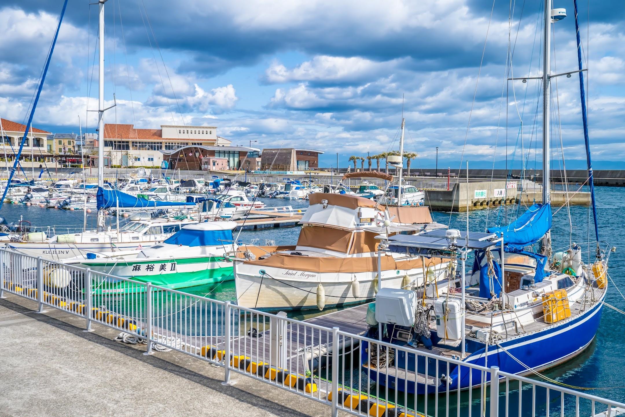 Kobe yacht harbor1