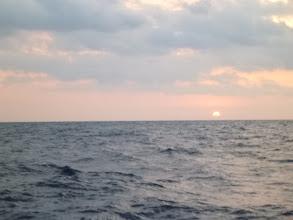Photo: 今日は、お昼ぐらいから天気が悪くなる予報。 朝からガンガン釣りましょう。