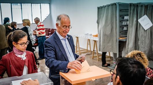 Votación del alcalde de Roquetas, Gabriel Amat.