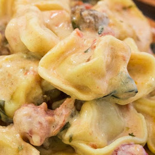One Pot Tomato Spinach Tortellini with Sausage #Recipe