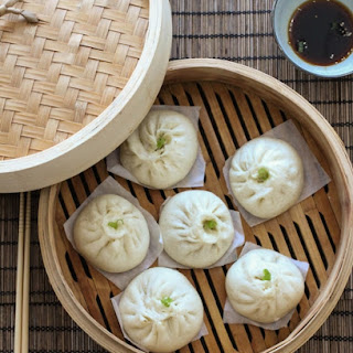 Chinese Steamed Meat Buns (Baozi) 包子.