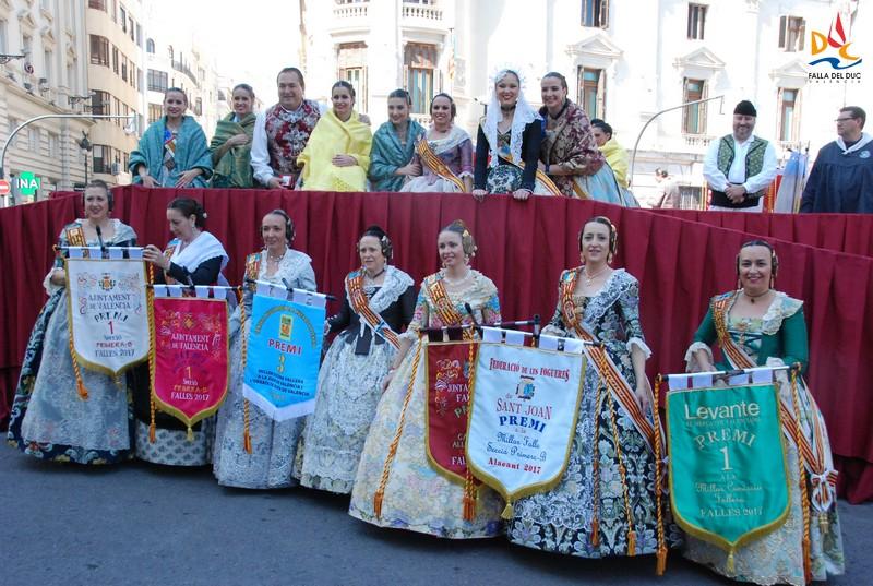 La Fallera Mayor de Valencia Raquel Alario entregó los premios a la comisión mayor
