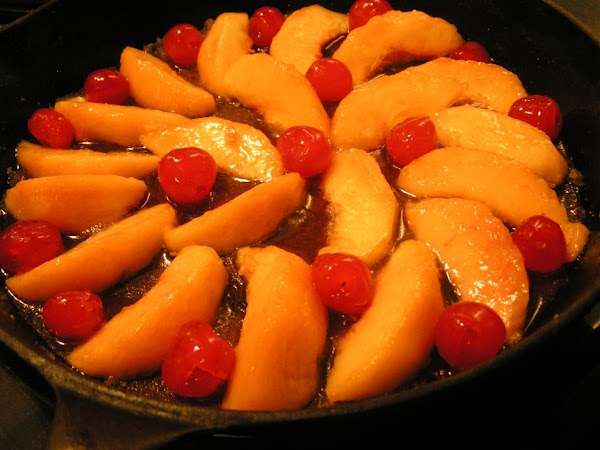 Drain liquid off peaches (may want to reserve for other recipes).  Arrange peaches...